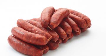 Les artcutiers secrets de fabrication des saucisses charcuterie ete - Chorizo a griller recette ...